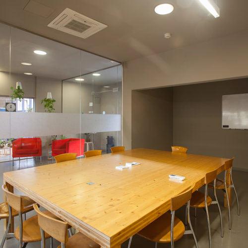 Sala reuniones tres - CREC Coworking