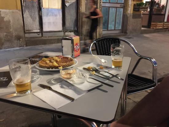 Bar-darling-desayunos-poble-sec-CREC-coworking-barcelona