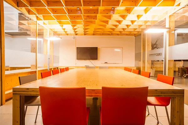 Lloguer-espais-Barcelona-sala-reunions-2-Poblesec