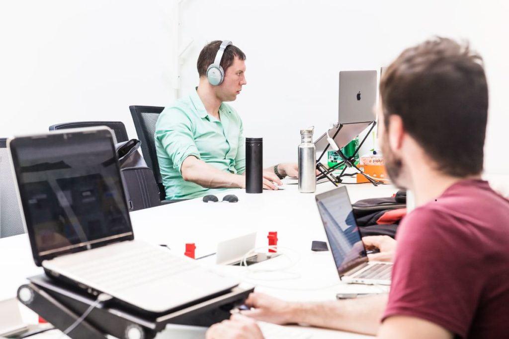 Jóvenes y coworking